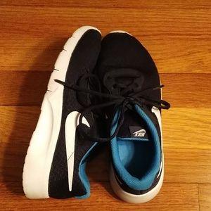 Big Kids Nike Tanjun Sneaker